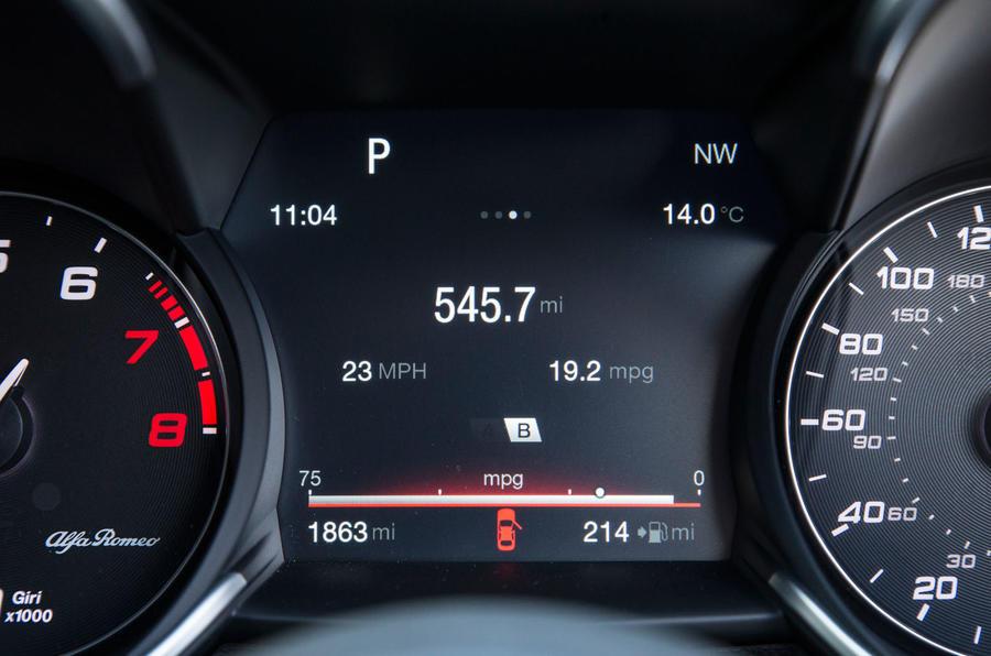 Alfa Romeo Giulia Quadrifoglio information display