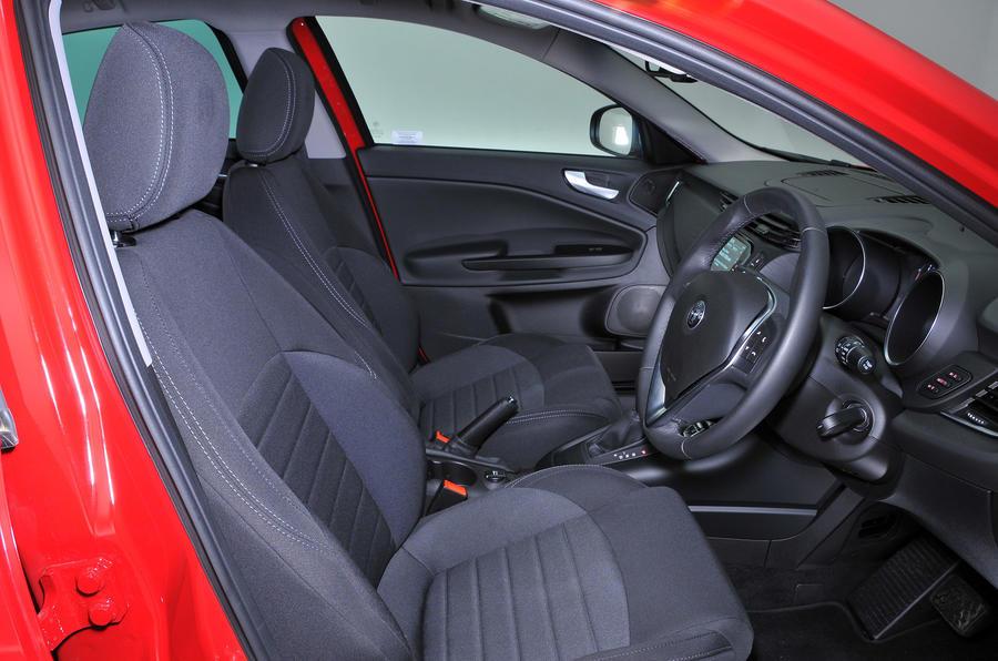 ... Alfa Romeo Giulietta Interior ...
