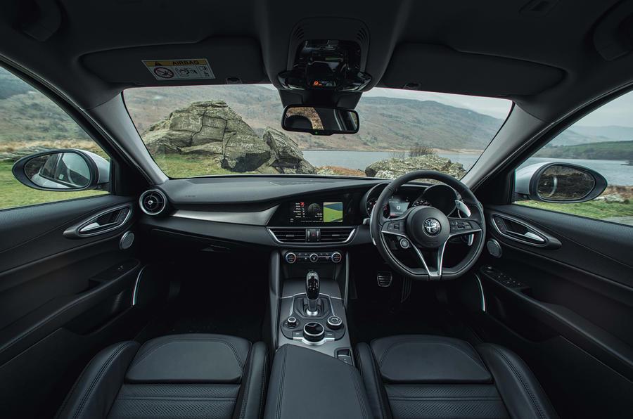 Alfa Romeo Giulia dashboard