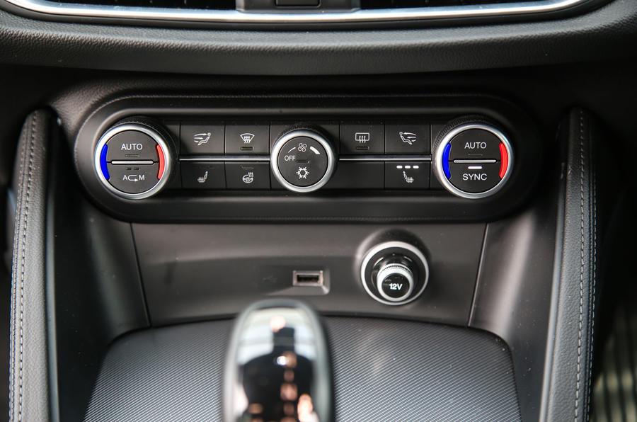 Alfa Romeo Stelvio climate controls
