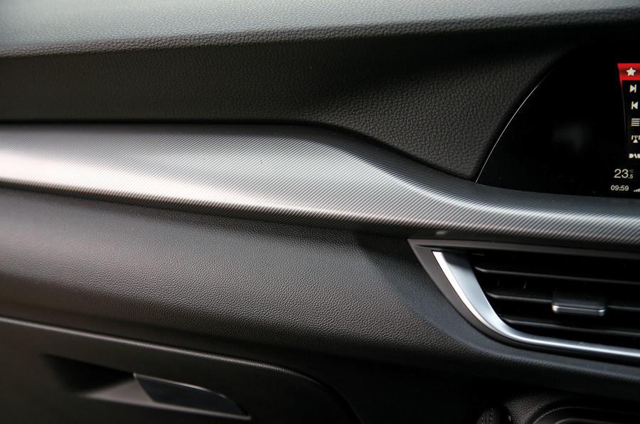 Alfa Romeo Stelvio dashboard trim