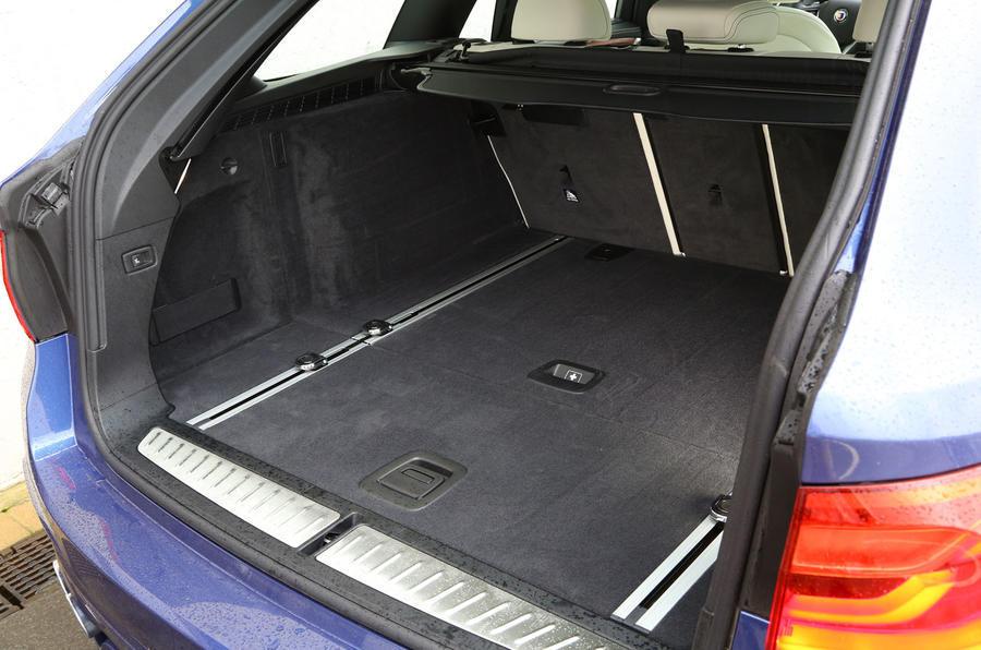 Alpina B5 boot space