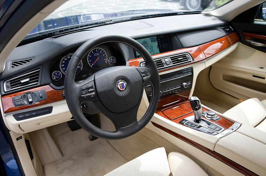 Driver's seat in the Alpina B7