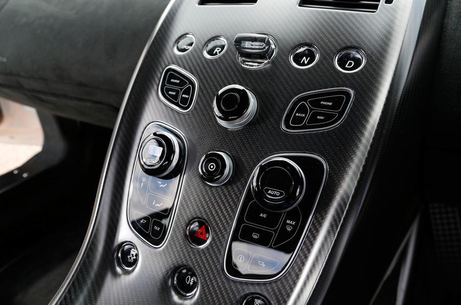 Aston Martin Vantage GT12 centre console