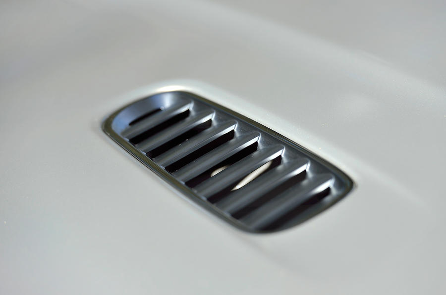 Aston Martin DB9 air vents