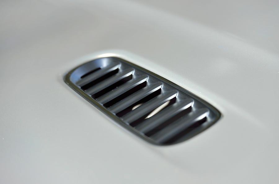 Aston Martin DB9 air vents