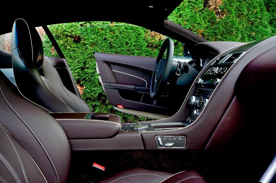 Aston Martin DB9's cabin