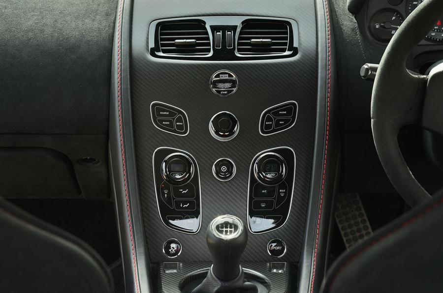 Aston Martin Vantage GT8 centre console