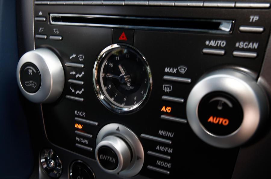Aston Martin V8 Vantage centre console