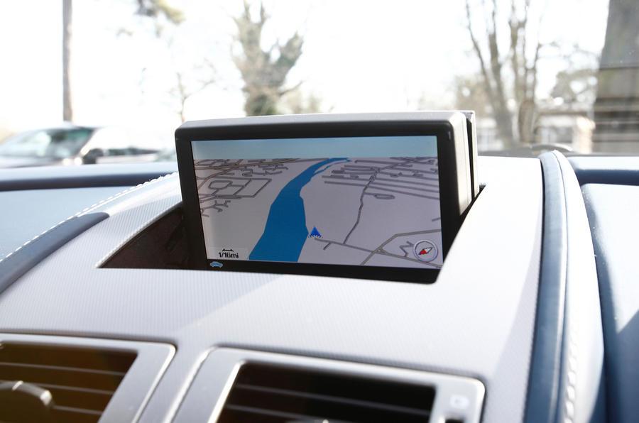 Aston Martin V8 Vantage infotainment