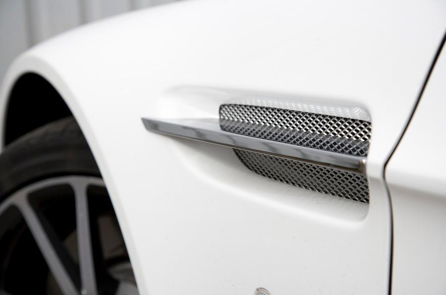 V8 Vantage side vents