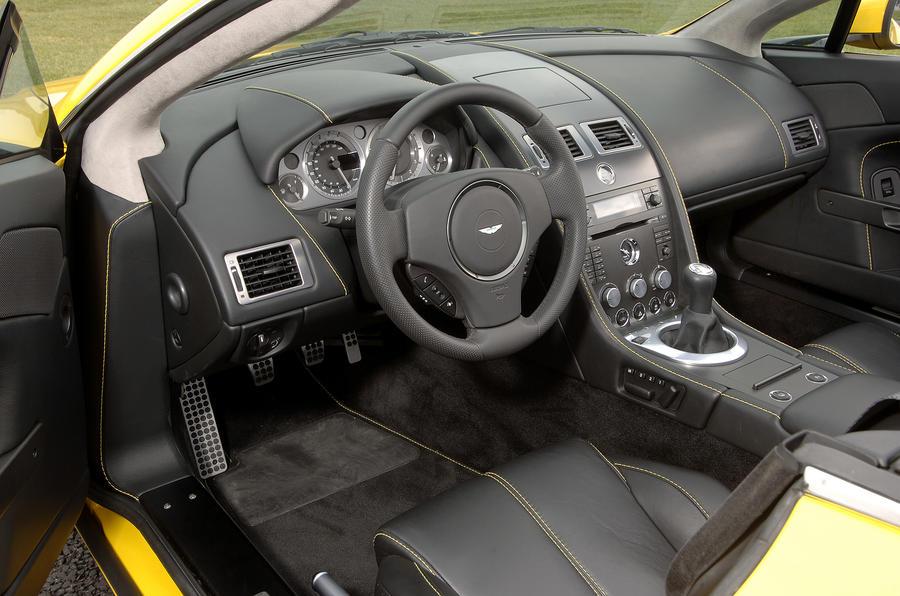 Aston Martin V8 Vantage Roadster's interior