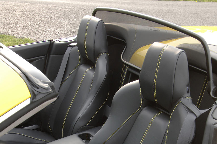 Aston Martin V8 Vantage Roadster's seats