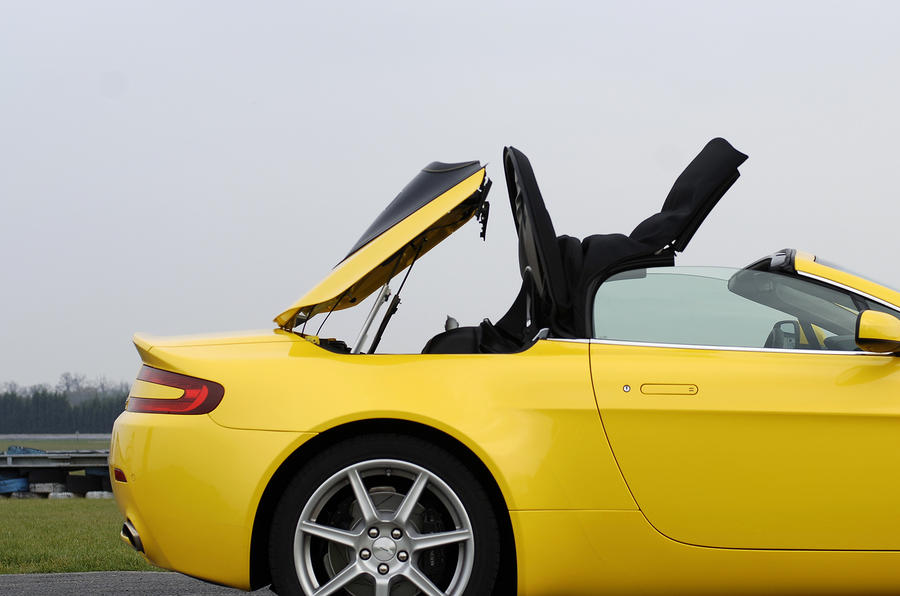 V8 Vantage's folding roof