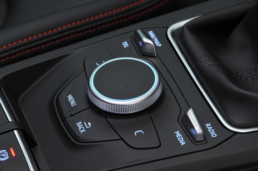 Audi Q2 infotainment controls