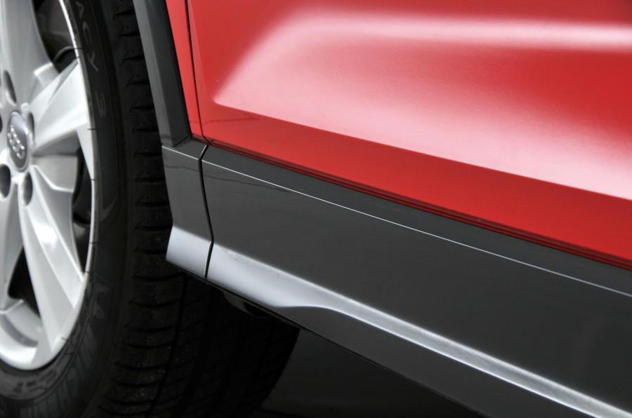 Audi Q2 plastic side sills