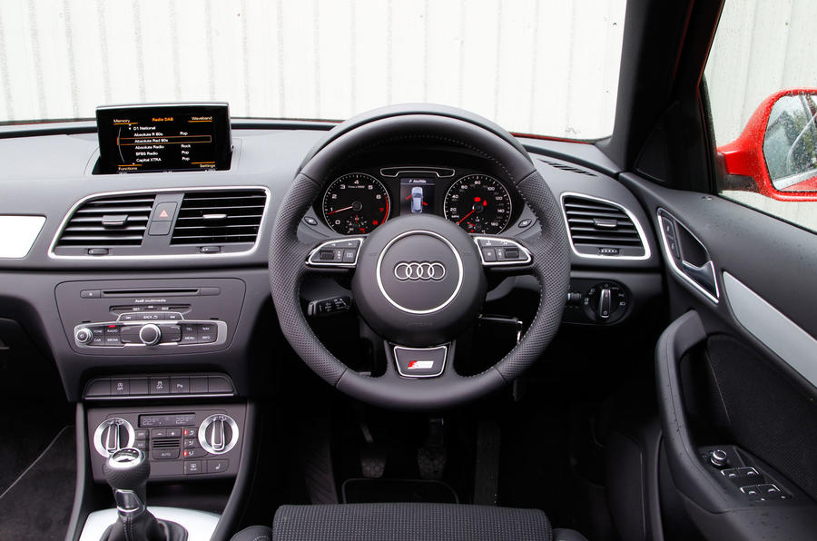 Audi q3 s interior driverlayer search engine for Interieur q3 s line