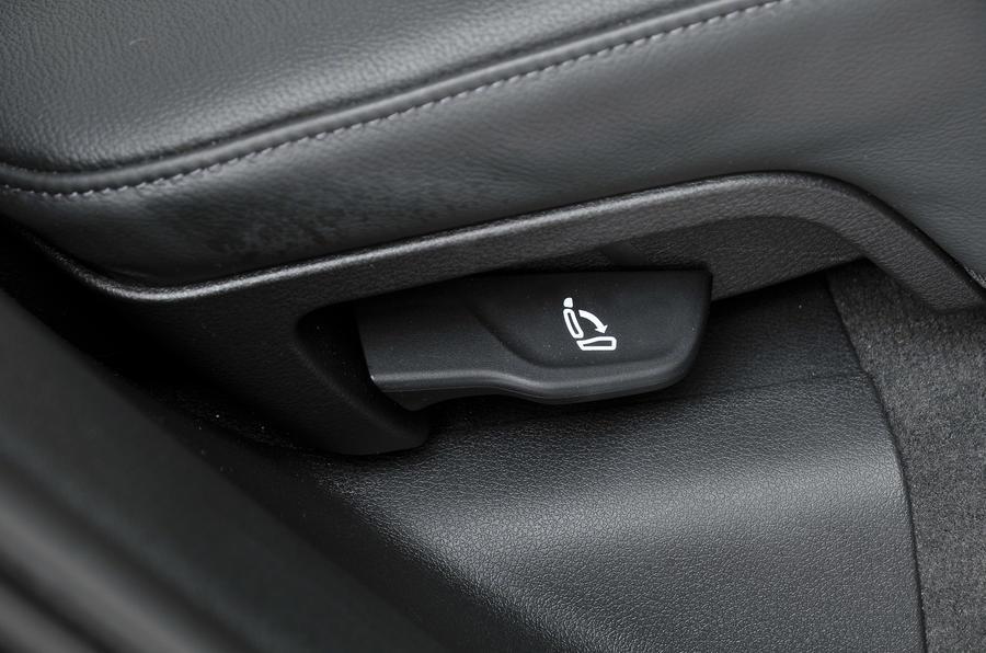 Audi Q5 seat release