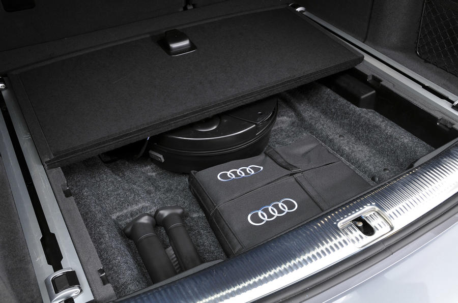 Audi Q5 under floor storage
