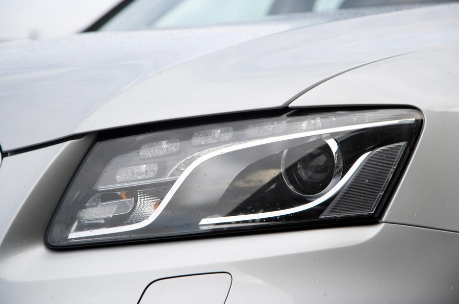 Audi Q5's xenon headlights