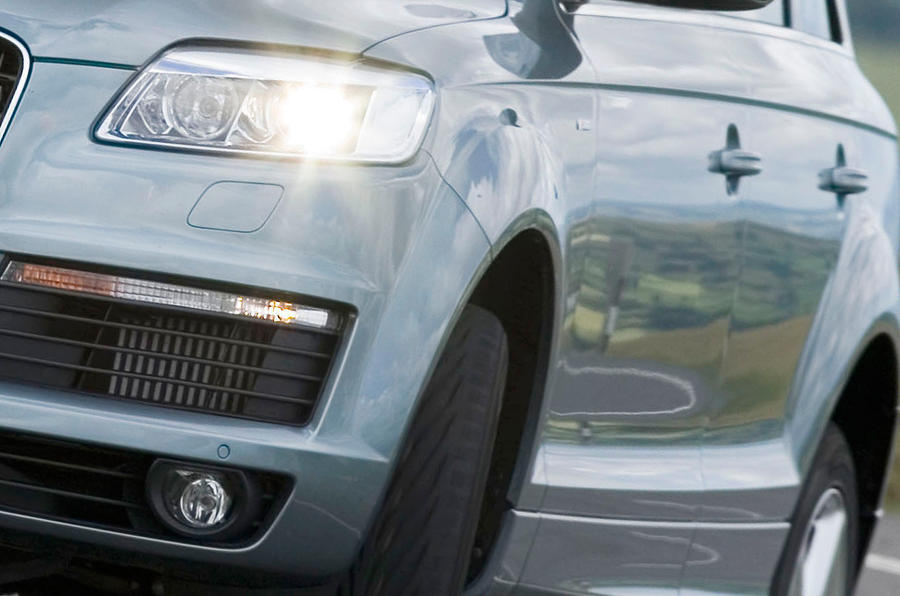 Audi Q7 front headlight