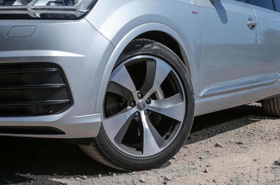 The SE-trim Audi Q7s come with 19in alloys while 21in alloys suit the car better