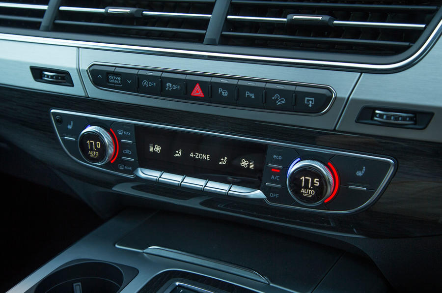 The climate control switchgear in the Audi Q7