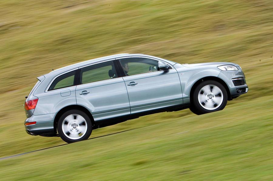 Audi Q7 side profile