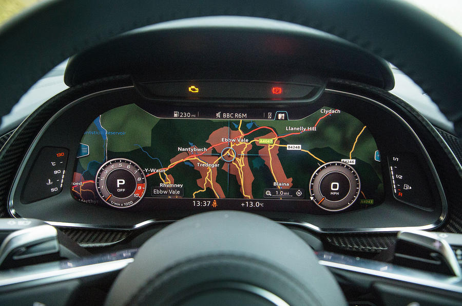 Alternative view of the Audi R8's digital instrument