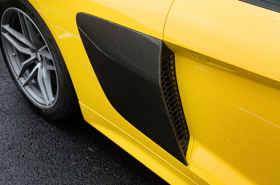 The side blades are the most conspicious part of the Audi R8