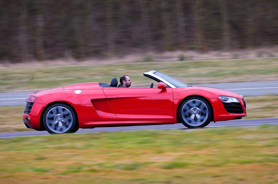 Open-top Audi R8 V10