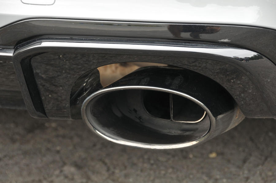 Audi RS3 dual-exhaust system