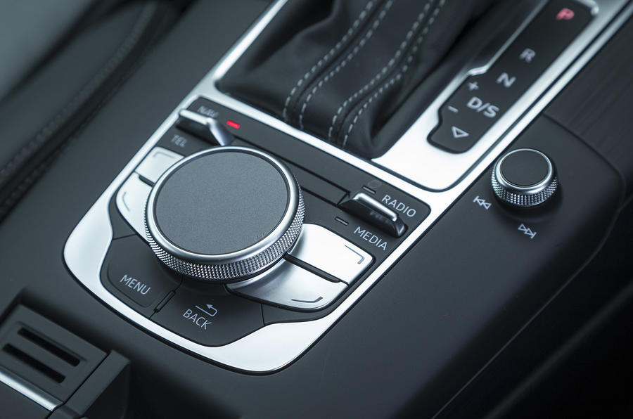 Audi RS3 Sportback MMI controller