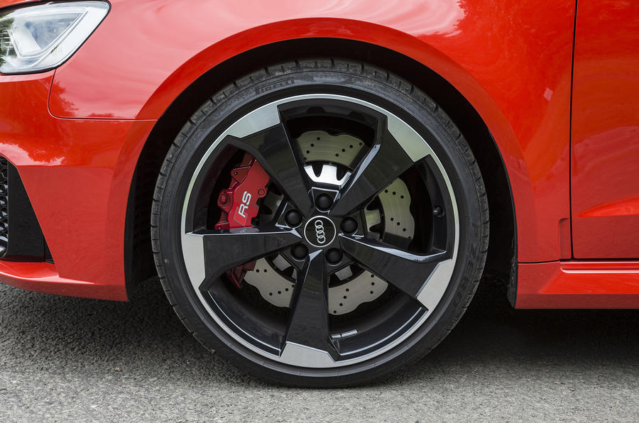 Two-tone Audi RS3 alloys