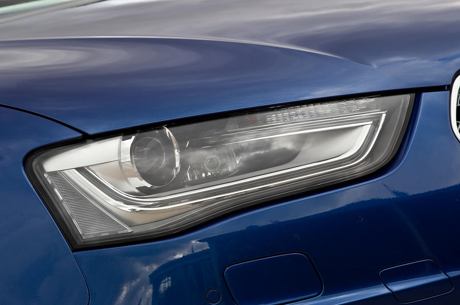Audi RS4 Avant's LED and xenon headlights