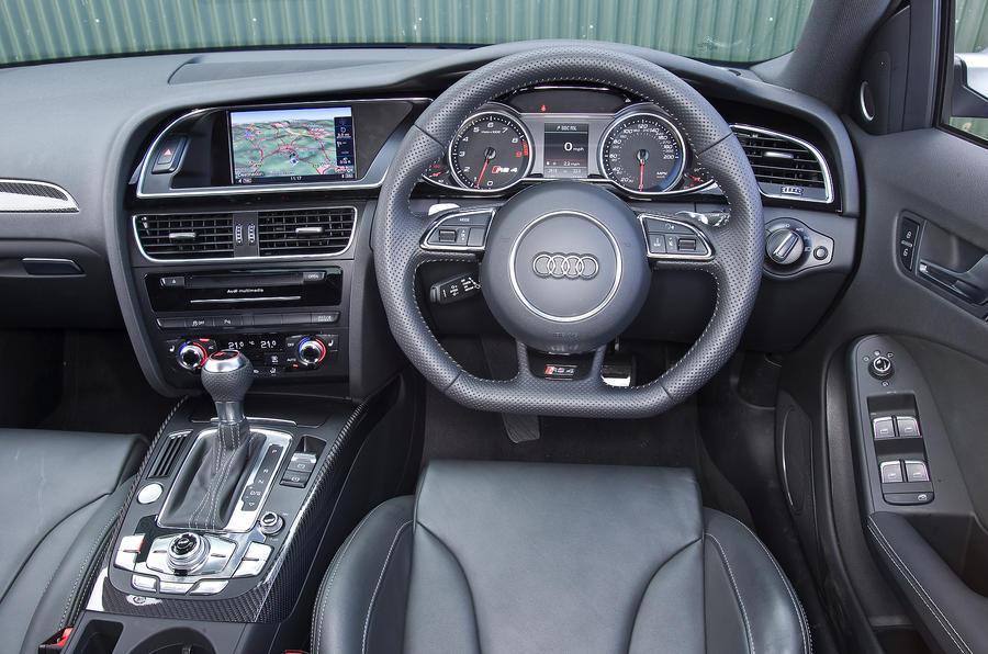 Audi RS4 Avant driver's seat