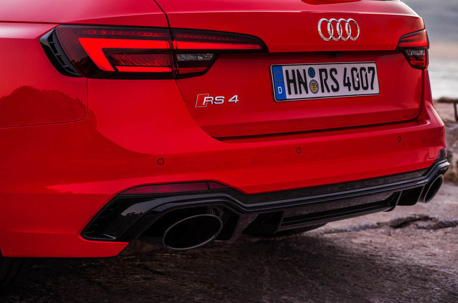 Audi RS4 Avant dual exhaust system