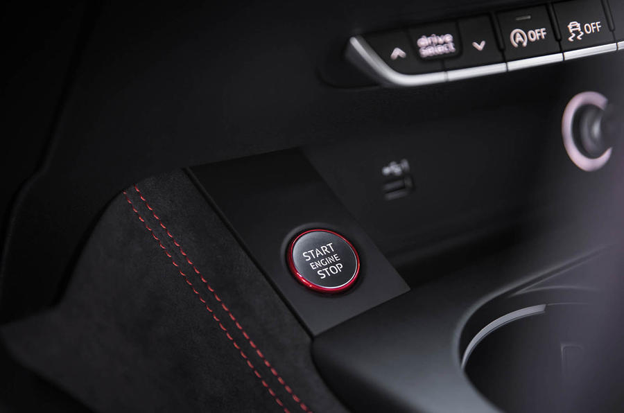 Audi RS4 Avant ignition button