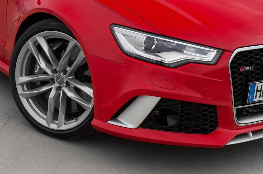 Audi RS6 Avant xenon headlights