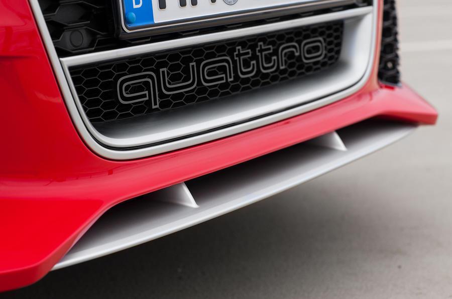 Audi RS6 Avant front splitter