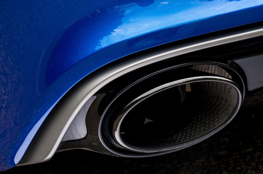 Audi RS7 dual-exhaust system