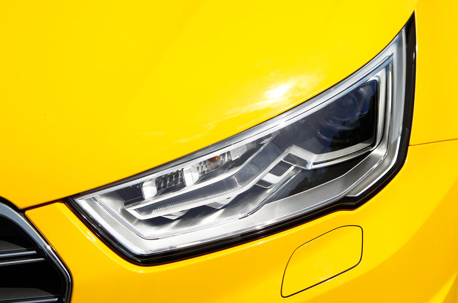 Audi S1 Xenon-plus lights