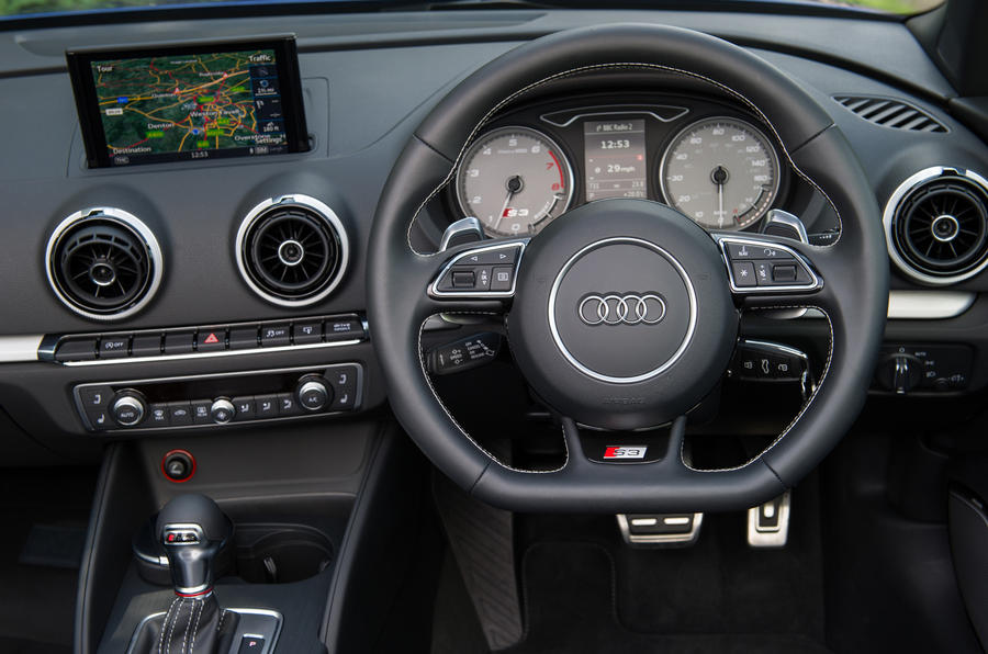 Audi S3 Cabriolet's dashboard