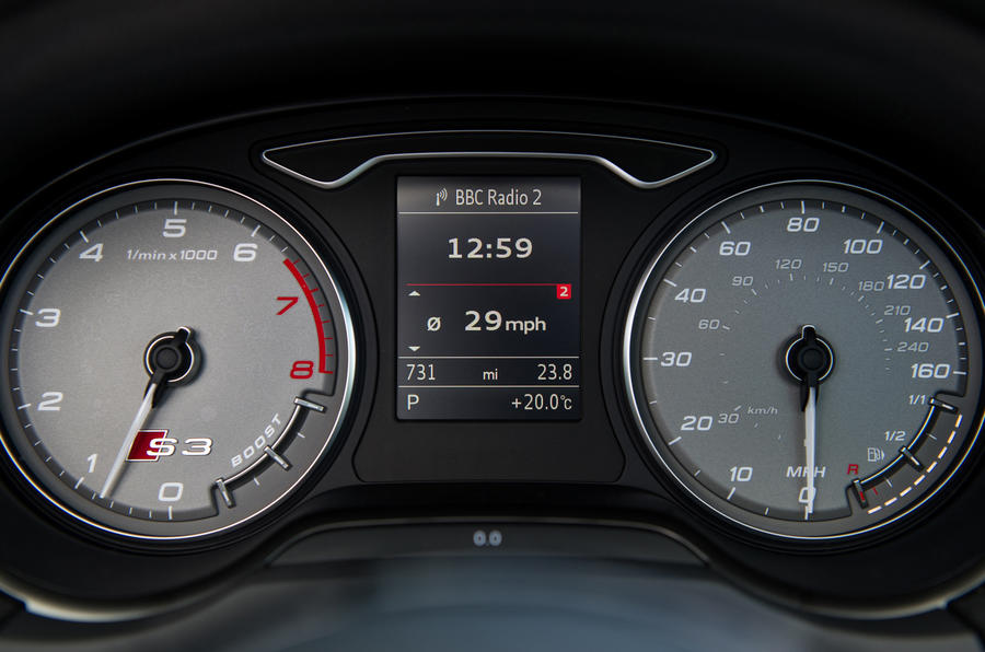 Audi S3 Cabriolet's instrument cluster