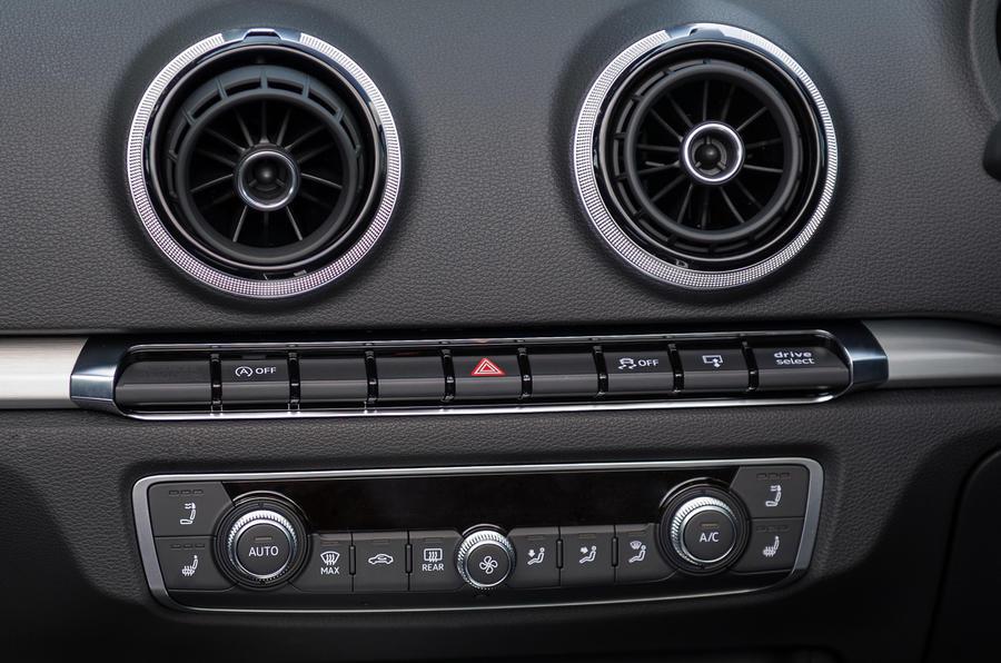 Centre console in the Audi S3 Cabriolet