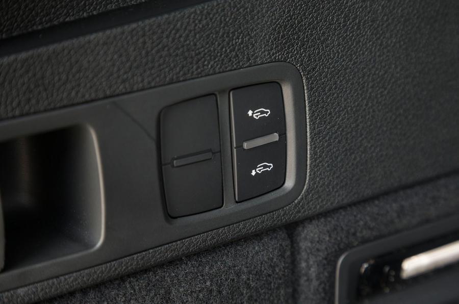 Audi SQ5 air suspension controls