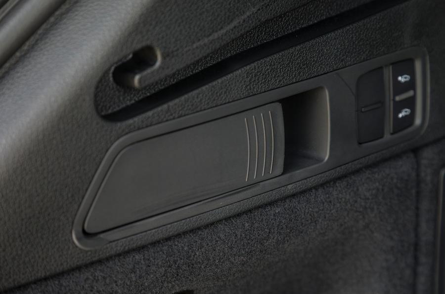 Audi SQ5 rear seats quick release