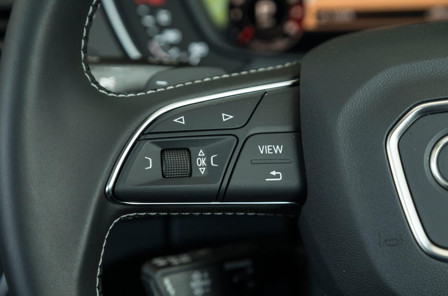Audi SQ5 steering wheel controls