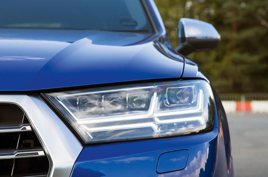 Audi SQ7 LED headlights