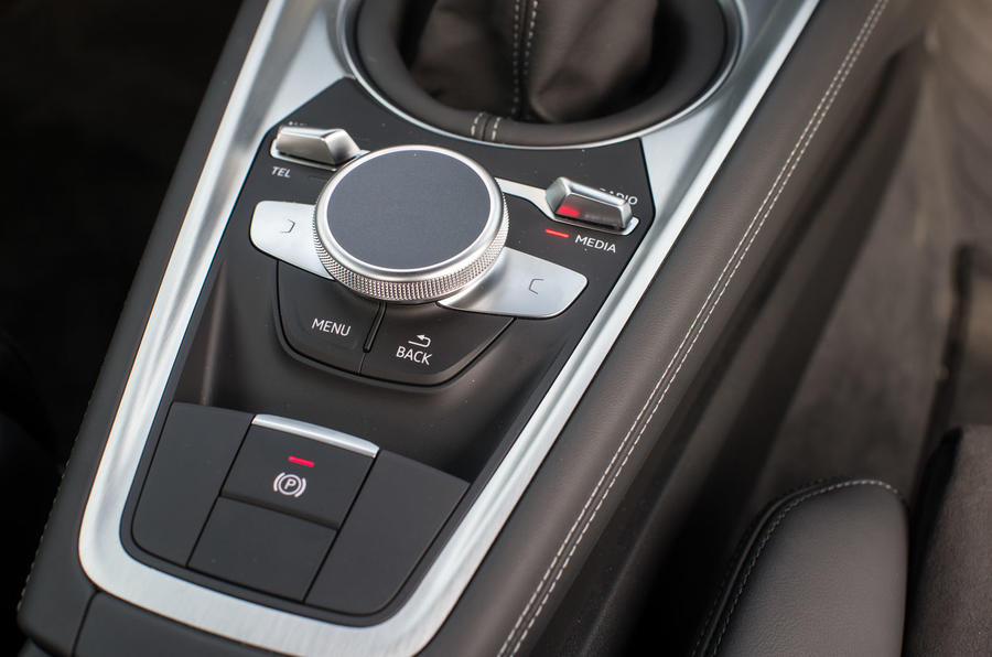 Controls for the infotainment system in the Audi TT